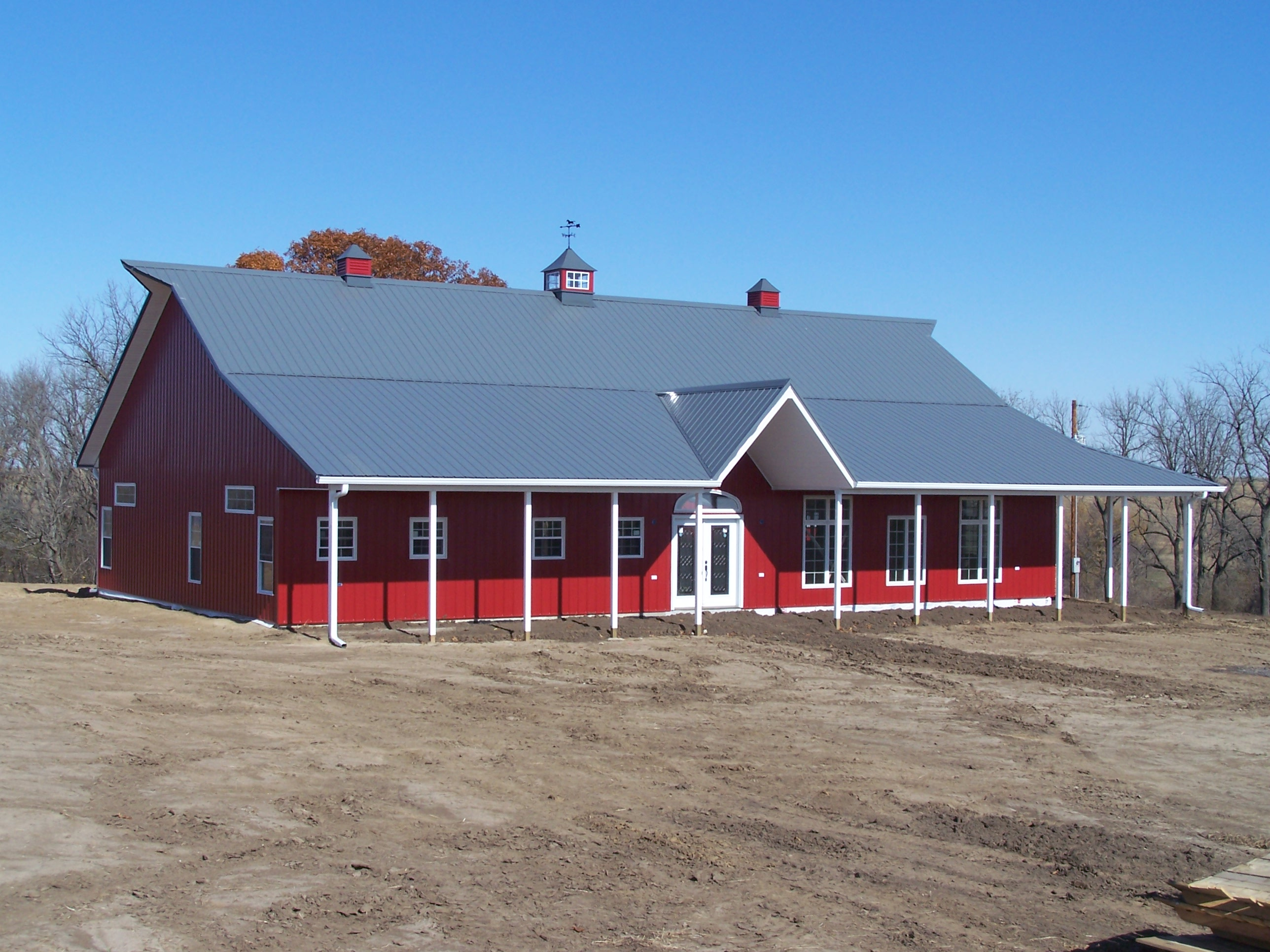 Guide pole barn builders quad cities for Barn home builders